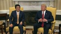 Trump secoue la main du premier ministre japonais pendeant19 secondes