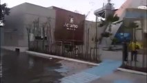 Cet aquarium a requins est fissurée et inonde les rues de la ville de Mazatlán