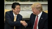La poignée de main entre Trump et Shinzo Abe, dernière d'une longue série de malaises