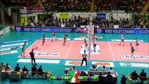 Le joueur de volley-ball Earvin Ngapeth assomme un adversaire
