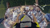 Base Jump filmé en POV depuis une tour... Vertigineux