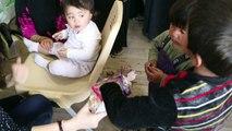 مصففة شعر تعيد الى نساء هربن من الموصل بعضا من أنوثتهن