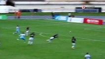 Que isso? Jogador do Paysandu derruba cheerleader e rouba pompom de outra em comemoração de gol