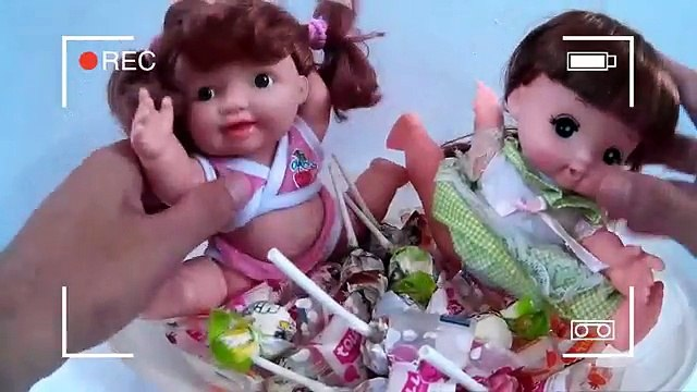 Fun Playing Candy Pit Baby Doll Bath Time & Learn Colors BABY DOLL