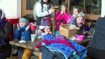Hautes-Alpes : Plus de 100 enfants réunis pour le carnaval de la glisse à Villard-Saint-Pancrace