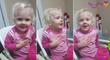 Cette petite fille de deux ans fait le serrement d'allégence