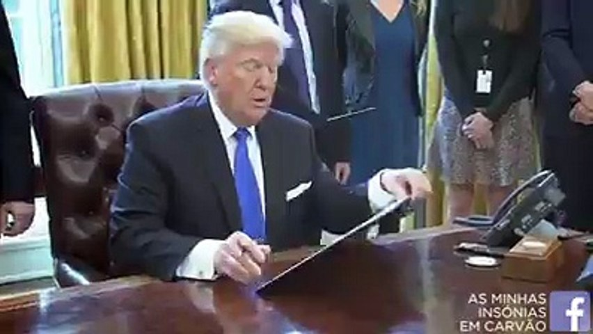 Donald Trump Caught Drawing In the Oval Office