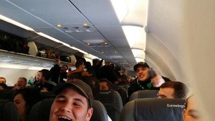 Chants des supporters de l'ASSE dans l'avion
