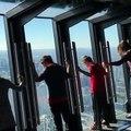 (1) Chicago : l'attraction d'un gratte-ciel se bascule vers le bas et fait flipper à ses visiteurs