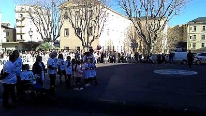 VIDÉO. Plusieurs centaines de personnes pour la marche blanche en hommage à Jennifer Grante