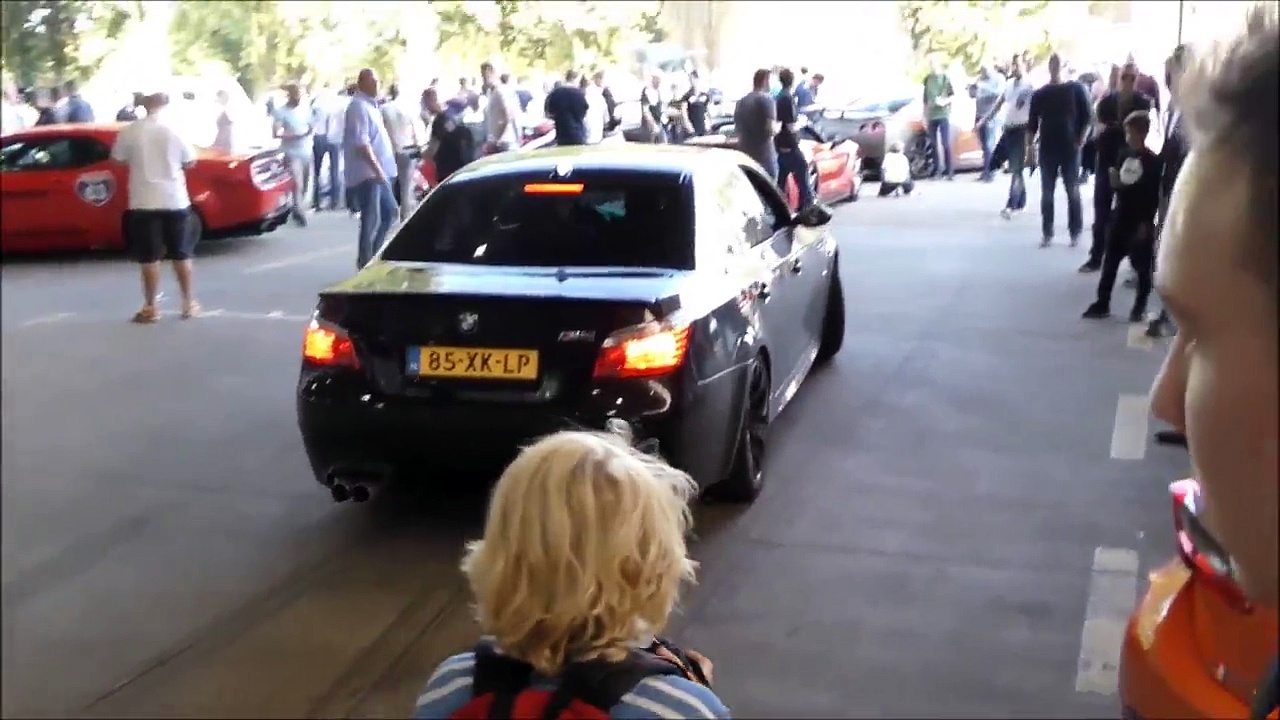 Mercedes-Benz A45 AMG vs. Mercedes-Ben1