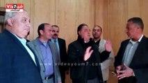 بالفيديو..وزير الصحة مداعبا أطباء إحدى مستش�