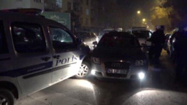 Dur İhtarına Uymayan Şüpheliler Polis Aracına Çarpınca Yakalandı