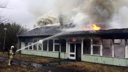 L'ancienne école du Bas-Wérichet en feu