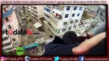 Agarró a su mujer del pelo y la salvó de caer al vacío en intento de suicidio-Video