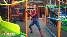 SPIDERMAN POO BOLAS DE COLORES! Spider-man Color del arco iris Bolas Divertida Película de Superhéroes en R