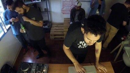 Goos DJ Set - Quarto/Fresta