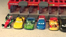 Disney Pixar Cars with WGP Racers with Lightning McQueen with the Race Car Launcher CARS 3-UGnTizyq2aU