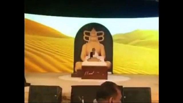 Watch Sultan Of Abu Dhabi Saying Jai Siya Ram in front of Murari Bapu