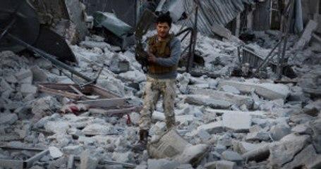 El Bab'da Askerler Santim Santim İlerleyerek Mayınları Temizliyor