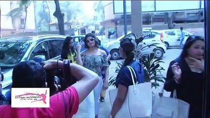 Zarine Khan's Hot Back Exposed