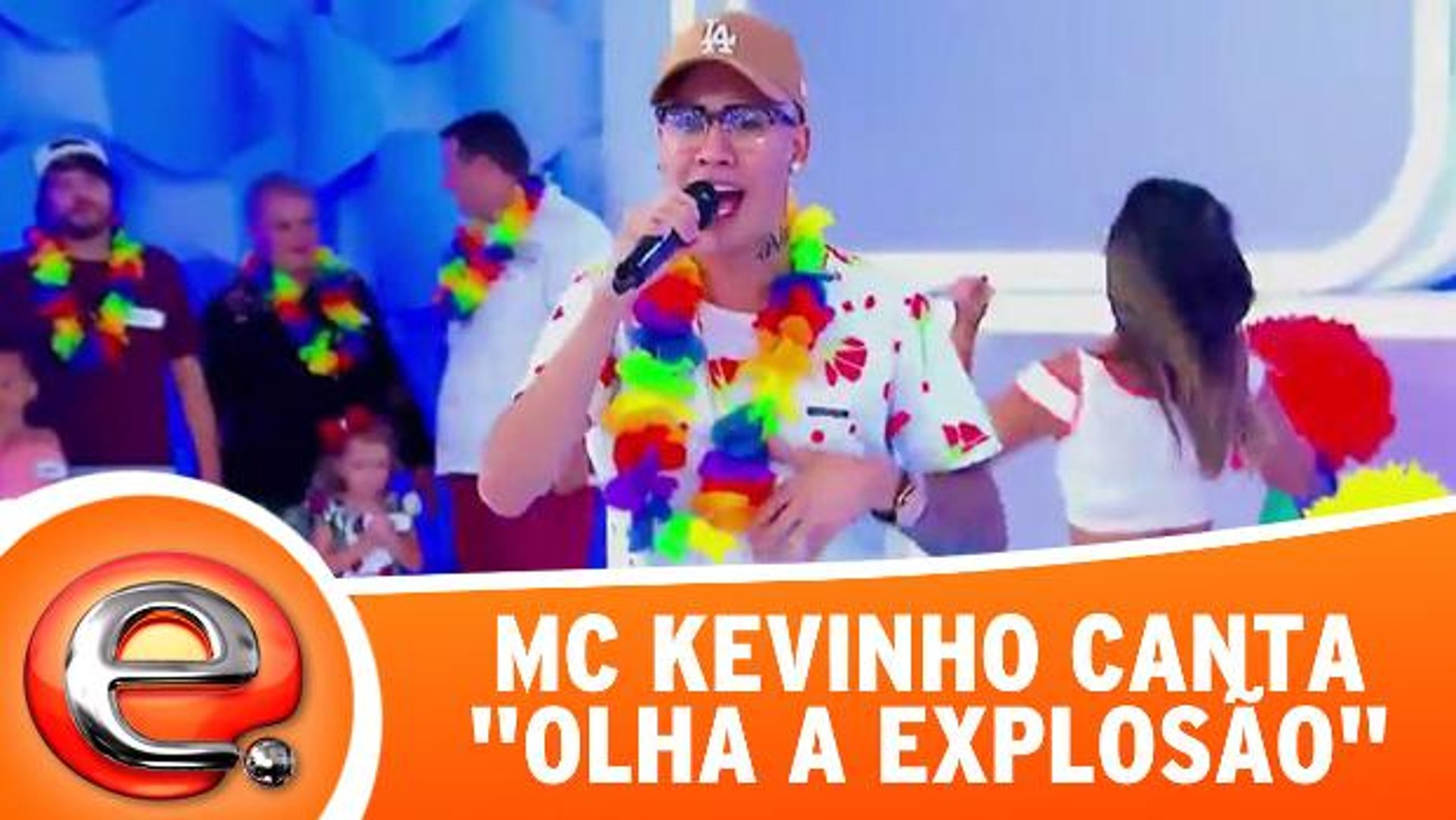 MC Kevinho canta a música Olha a Explosão