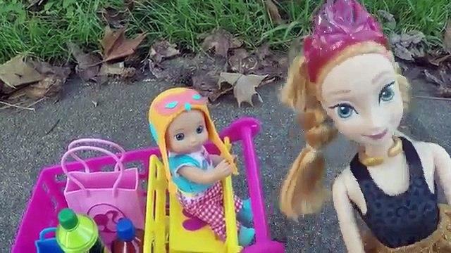 ❄☃❄ Frozen Anna deixa Gabriel Dirigir e Bate No Carro Da Barbie!!! Em Portugues Tototoykid