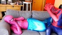 ЧЕЛОВЕК-ПАУК ЛЮБИТ ЗАМОРОЖЕННЫЕ ELSA !! Джокер игрушка уроды семьей с плохой ребенок против замороженные elsa и скрытые