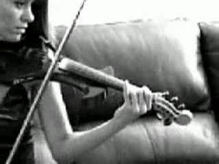 Electric violin and Loopstation - Stephanie Valentin