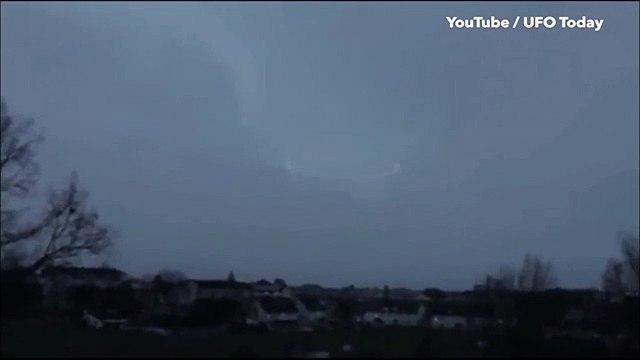 Cette étrange vidéo qui semble montrer un OVNI crée la polémique sur les réseaux sociaux !