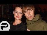 Liam Gallagher et sa petite amie Debbie Gwyther au restaurant à Paris