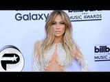 Jennifer Lopez cougar toujours aussi sexy au Billboard