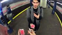 Un tour de magie bluffant dans le métro...