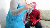 Замороженные elsa помада атаки макияж вызов против Анна, Человек-Паук! Забавный супергерой видео