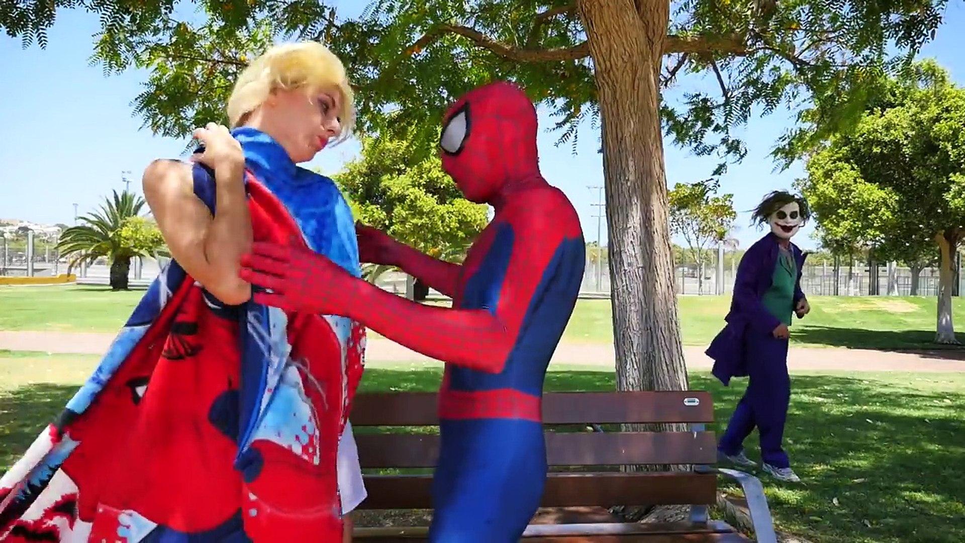 Замороженные Эльза и Анна становятся Русалками в реальной жизни! Человек-паук против Малефисента и розовый паук