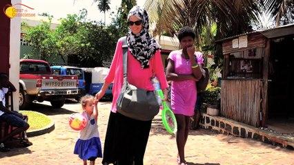 Hélène rend visite à sa filleule à Madagascar