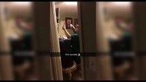 La reacción de una madre al ser filmada tomandose una selfie