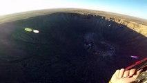 Paragliding au dessus d'un cratère de météorite