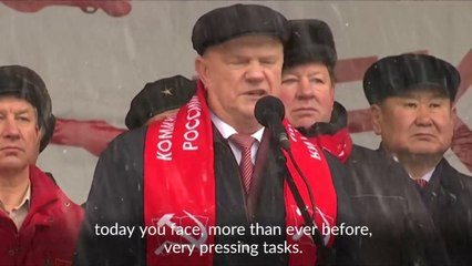 Russian communists march to honor fallen heroes