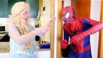 Близнецы-Паук против розовый Человек-паук против крокодила! ж/ замороженные в тюрьме против Человека-Паука-вампира в