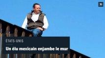Un député mexicain enjambe le mur entre les États-Unis et le Mexique