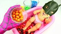 Mala Muñeca Bebé de Algodón de azúcar Aprender los Colores en la Hora del Baño w/ M&M Bolera gominolas en vez de los Colores de la Diversión