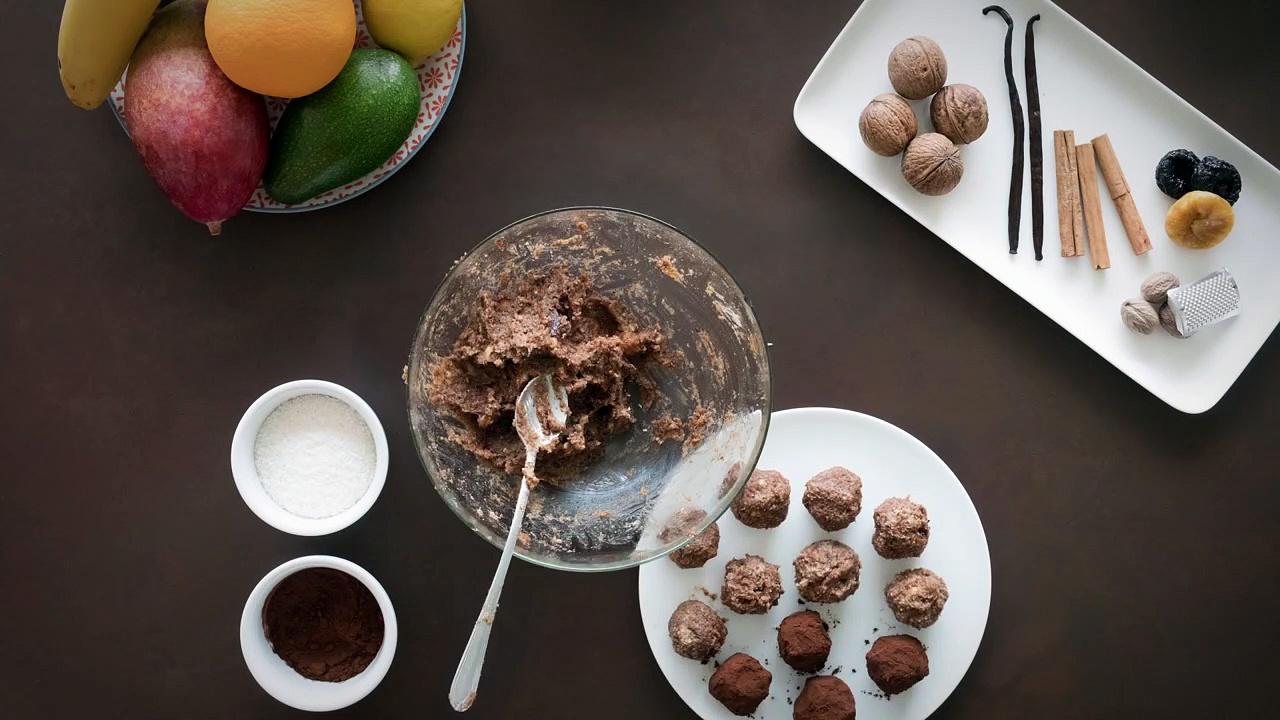 Talking Angela – Vegan Chocolate Power Balls