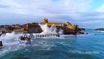 Un drone filme d'impressionnantes énormes vagues qui s'écrasent sur Saint-Malo