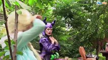 Frozen Elsa CANDY SURPRISE! w/ Spiderman vs Joker Girl Gumballs Hulk Superheroes IRL