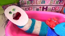 Fizzy Opens Birthday Presents, Takes a Bath & Gets a New Look _ Fizzy Toy Show-r12