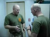 Impossible de gagner contre un US Marines... KO en un coup