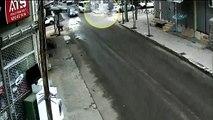 Siverek'te Motosiklet sürücüsü çarptığı otomobilin üstünde kaldı
