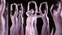 """MAGNIFIQUE ! totale adequation entre musique et danse ! j adore les chorés de Pina Bausch. Regardez le film """"pina"""":des chorés emouvantes"""