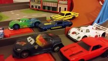 Disney Cars Vs Hot Wheels Racing Lightning Mcqueen Diecast Pixar